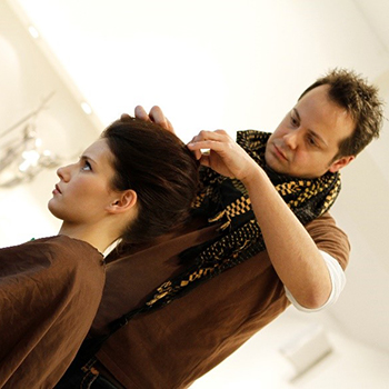 Ballfrisuren und Make-up